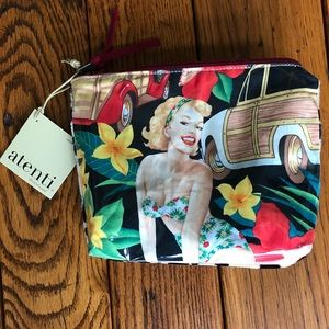 Handbags - 🍃💕NWT Atenti Pin Up Print Makeup Case Carryall